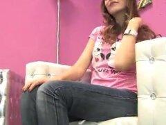 jeans de Adrianna, pisos rosa y pies