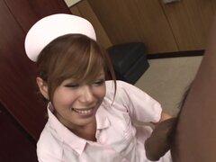 ¿Cum comer sexy enfermera que Ito Aoba consigue una polla para chupar, que un médico de guardia cuando necesite algunos cerca examinación? Por ello, ha confiado y bien probado de la enfermera, por supuesto! Enfermera sexy Ito Aoba le encanta dar esos exám