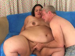 Fabulosa chica gorda golpes un pene grueso y folla