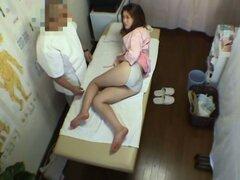 Video porno protagonizado por una chica fresca lleva lencería blanca de masaje japonés