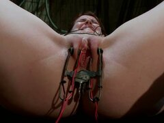 AnnaBelle Lee coño jugó lindo y torturado mientras Tied en BDSM