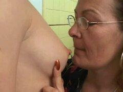 Gorda lesbiana vieja con un strapon