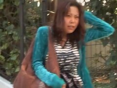 Babe en el suéter verde había conseguido falda sharked en las escaleras, esta chica nunca pensó que ella puede conseguir falda sharked en cualquier momento de su vida, pero podemos ver que estaba equivocada. Un tipo hizo lo suyo y además tomó su pelo de c