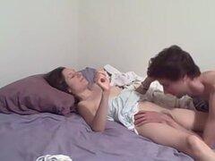 Video casero porno donde Sasha hace diabluras con su bebé