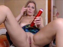 Caliente roce de madura sexy de orgasmo en webcam. Cachonda amateur sexy madura frotamiento para orgasmo en webcam