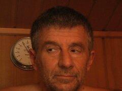 Una ninfómana con pelos marrón Johane Johansson folla a geezer feo en sauna