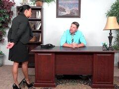 Maxine es una secretaria cum cubiertos