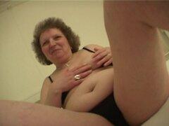 Hannelore es una antigua novia que suele llegar bastante desagradables - Hannelore