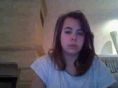 Puta morena tetona juega con sus tetas delante de una webcam