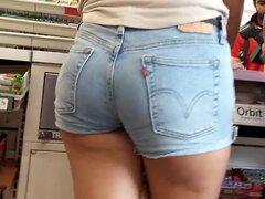 Chica de colegio en shorts, Sexy booty en la tienda