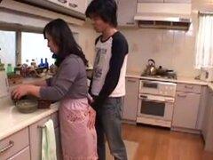 Japonesa madre va para ti!, madre japonesa es seducida por el chico