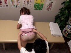 Chisato Ayukawa, Nao Aijima en OL profesional masaje clínica 15 parte 1