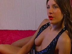 Hot Camgirl With Sexy Red Lips -