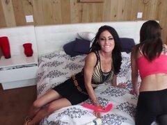 Mofos - Busted niñeras - Nilo Jade y Jessica Jaymes - niñera MILF trío, Mofos - niñeras roto - Nilo Jade y Jessica Jaymes - niñera MILF trío
