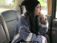 UK adolescente follada y creampied por taxista. UK teen follada en postura misionero y creampied por taxista