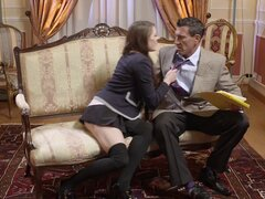 Minifalda y medias hottie mamando dick y follando duro - Samantha Bentley