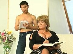 Gorda madura follada por chico asiático