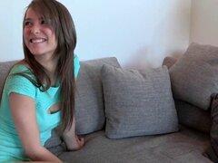 Impresionantes lesbianas teens lamiendo cajas peludas. Impresionante pareja de adolescentes lesbianas lamiendo eachothers cajas peludas
