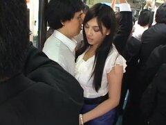 Linda chica Saori Hara se la follan en un autobús!