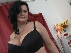Posh mamá Lorie con ricas tetas y cuerpo sexy