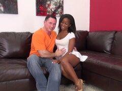 Chico blanco perfora a una chica de ébano caliente en webcam difusión - Ivy Sherwood