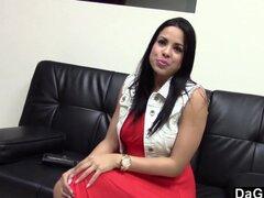 Latina caliente follando a su agente de Casting