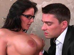 Phoenix Marie es un atractivo compañero de trabajo con una actitud muy pervertida