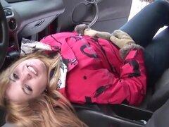 Squirting en el coche,