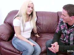 Limpieza Teen Seduce a cogida en Casting porno