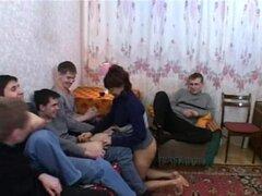 Cinco jóvenes están satisfecha tía madura