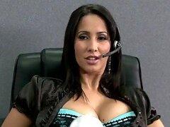 Secretaria responsable y tetona Isis ama ser taladrada por la gran polla de su jefe en la oficina