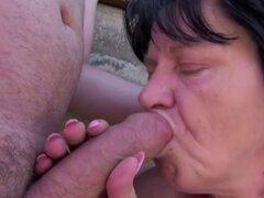 La abuela seducir para follar al aire libre b-cut. La abuela seducir para follar al aire libre b-cut