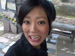 Chica japonesa con un coño peludo maneja un montón de pollas