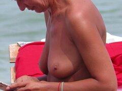 Topless Amateur MILFs - cerca playa Voyeur Topless Amateur MILFs - cerca de playa Voyeur -, amateur, milf, estudiantes, público, al aire libre, topless, voyeur, playa, primer plano, tetas grandes, tetas, spy cams, spy-playa