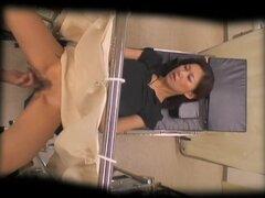 Horny MILF Jap se lleno duro en sexo japonesa video, muy bonito japonesa MILF consigue un examen ginecólogo y su experiencia doc decide perforar coño con su polla dura. Ella está más que feliz con ese tratamiento y sus fuertes gemidos aprobación solamente