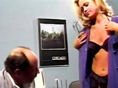 Chica con clase en doctor vintage fuck