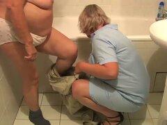Abuela gorda desnuda OldNanny tomar una ducha