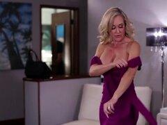 Blonde Brandi Love y Carter Cruise disfrutan de sus coños