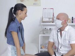 Flaca puta Martina obtiene sentía hasta por Doctor, flaco, atención busca guarra, Martina consigue desnuda entonces se sentía por su médico irregular.