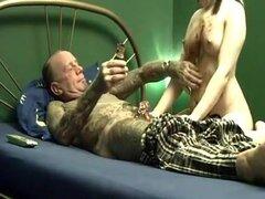 con sirop le aprender cómo engullen el pene correctamente,