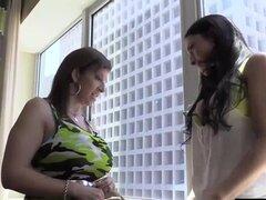 ¡Big Tit Coed Cleo ganchos con leyenda XXX Sara Jay!