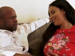 Anissa Kate hace anal con un Big Black Dick