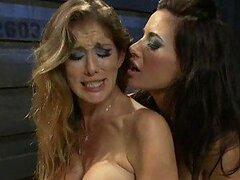 Rubia muy puta y su morocha amiga son dos dominatrix las cuales aman torturar a su esclavo
