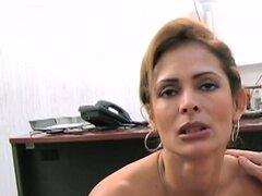 Bomba Latina MILF Monique Fuentes se la follan duramente en su oficina