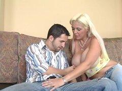 Ama de casa ensortijado y tórrida Kayla Kupcakes seduce a su vecino