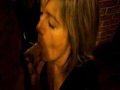 MILF rubia bonked en su bonito coño en hotel francés, esposa madura en medias de red caliente consigue follada duro por un desconocido en un hotel barato en francés en estilo misionero.