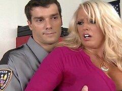 Brazzers - Big tit blonde que MILF es cachearlos follada por un policia