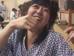Gran potencia, un grupo de chicos disfrutar de unas vacaciones japonesa hacia fuera en el país con un montón de chicas. Después de demasiado buena comida y bebida mal, los hombres se convierten en calientes y empezar a acariciar a las mujeres disponibles