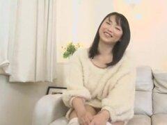 Todos día Creampie 2, está parada no nakadashi creampie en su coño en esta película de studios de IEnergy. Vagina de niña grande Akane Yoshinaga está constantemente lleno de semen como chicos todos soplan su carga en ella.