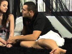 Actor porno seduce modelo Virgen principiante
